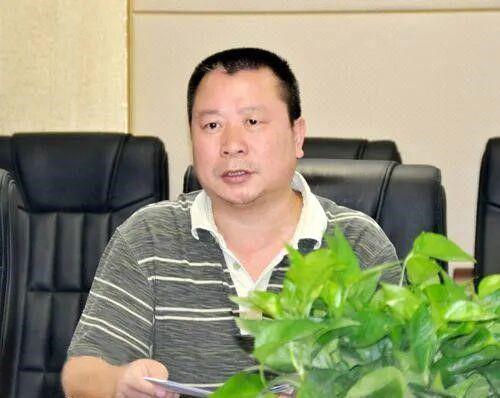 惊了!政法委原副书记43次用假身份证与情妇开房