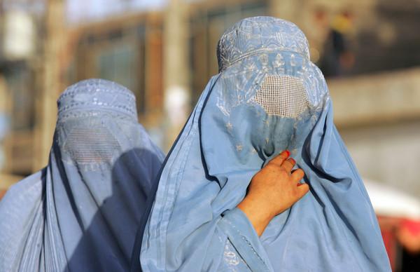 英国特种部队全员变装 全身妇女罩袍 骗过塔利班撤离