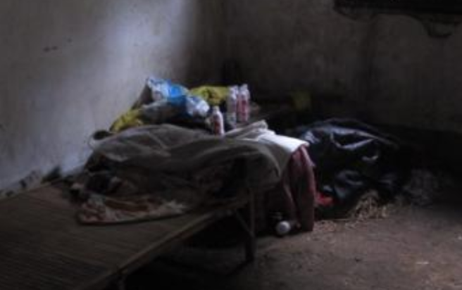 18岁校花怀孕 遭父母裸体关地窖5年 救出后仅30kg