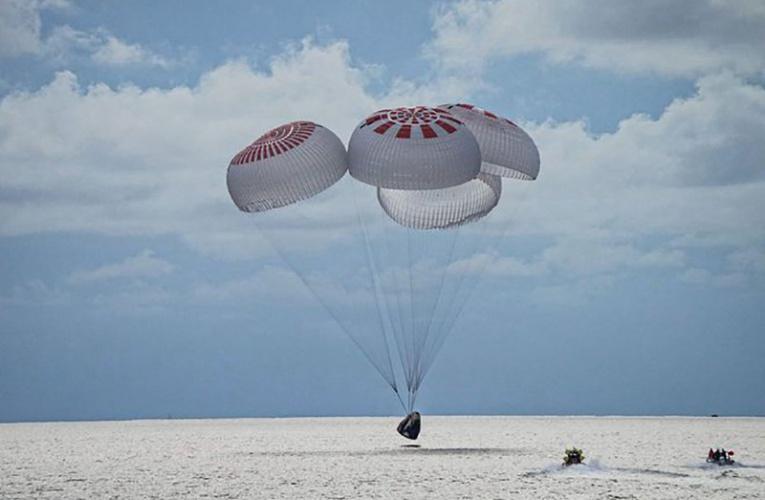 """结束3天旅程,SpaceX""""灵感4号""""机组返回地球"""