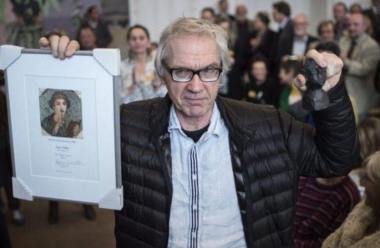 """瑞典画家死于""""神秘""""车祸,因一张画14年间屡遭追杀"""