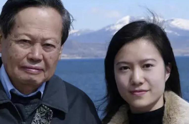 杨振宁百岁,45岁妻子翁帆罕见秀恩爱!相差54岁的夫妻,冲破世俗,上演现实版爱情童话